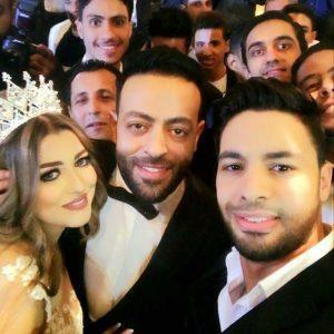 المطرب احمد جمال مع تامر عاشور وعروسه سمر
